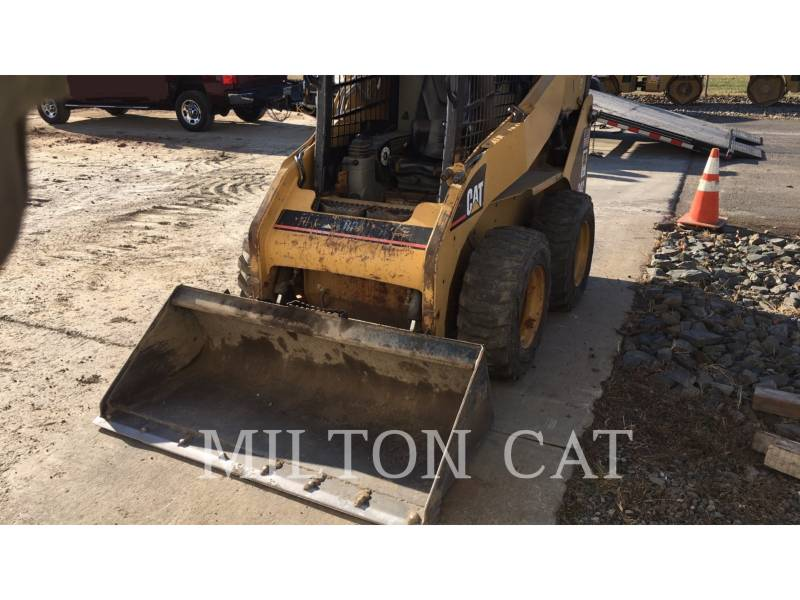CATERPILLAR SKID STEER LOADERS 242 equipment  photo 2