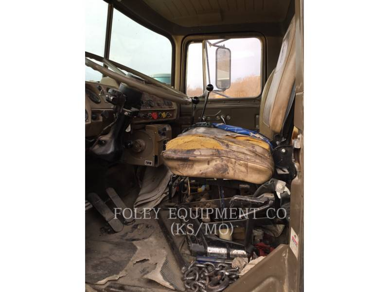 MACK CAMIONES DE CARRETER R223 equipment  photo 19