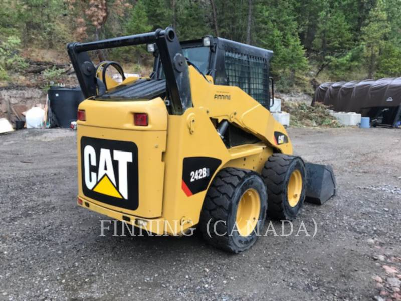 CATERPILLAR PALE COMPATTE SKID STEER 242B3 equipment  photo 4