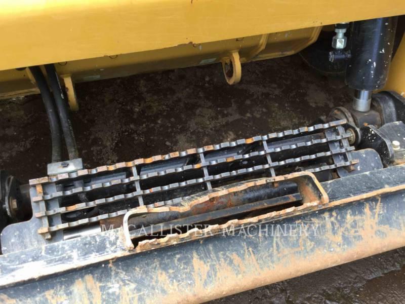 CATERPILLAR KOMPAKTLADER 242D equipment  photo 9
