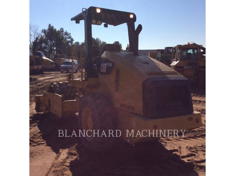 CATERPILLAR ASPHALT DISTRIBUTORS CP44 equipment  photo 4