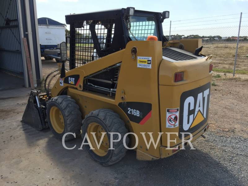 CATERPILLAR CHARGEURS COMPACTS RIGIDES 216B2 equipment  photo 2