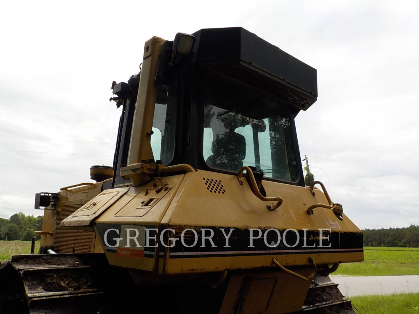 Detail photo of 1999 Caterpillar D6M from Construction Equipment Guide