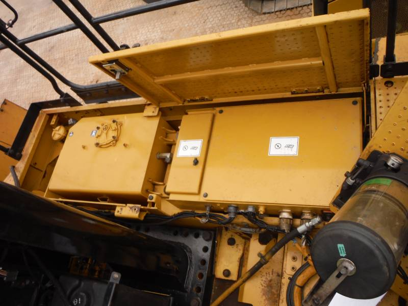 CATERPILLAR CARGADORES DE RUEDAS 990H equipment  photo 9