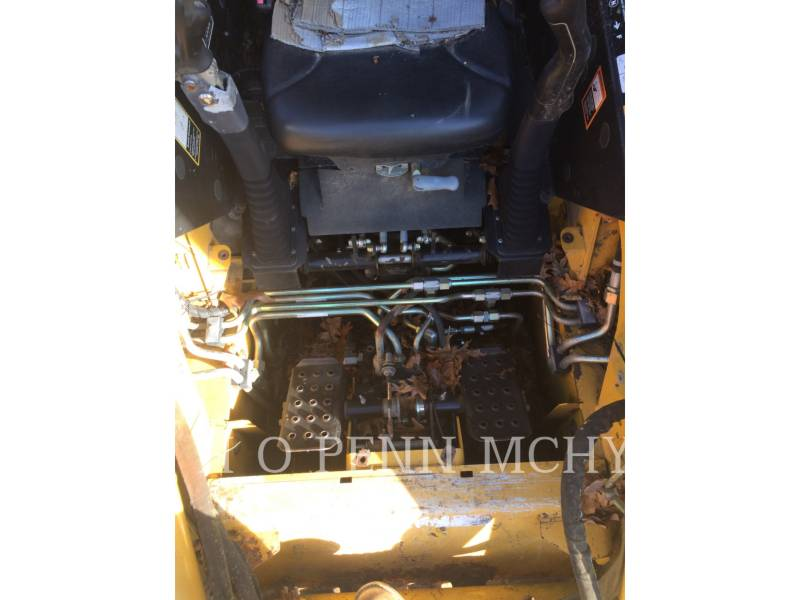 JOHN DEERE CHARGEURS TOUT TERRAIN CT332 equipment  photo 9