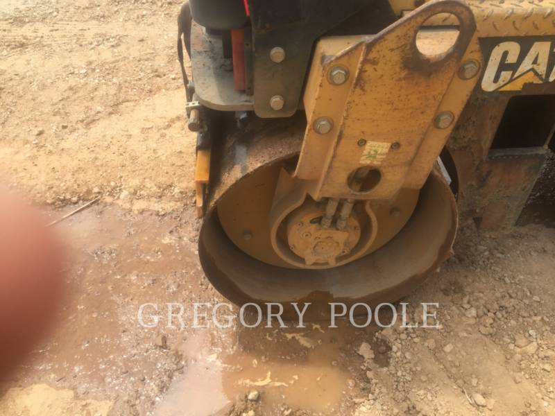 CATERPILLAR VIBRATORY DOUBLE DRUM ASPHALT CB-224E equipment  photo 17