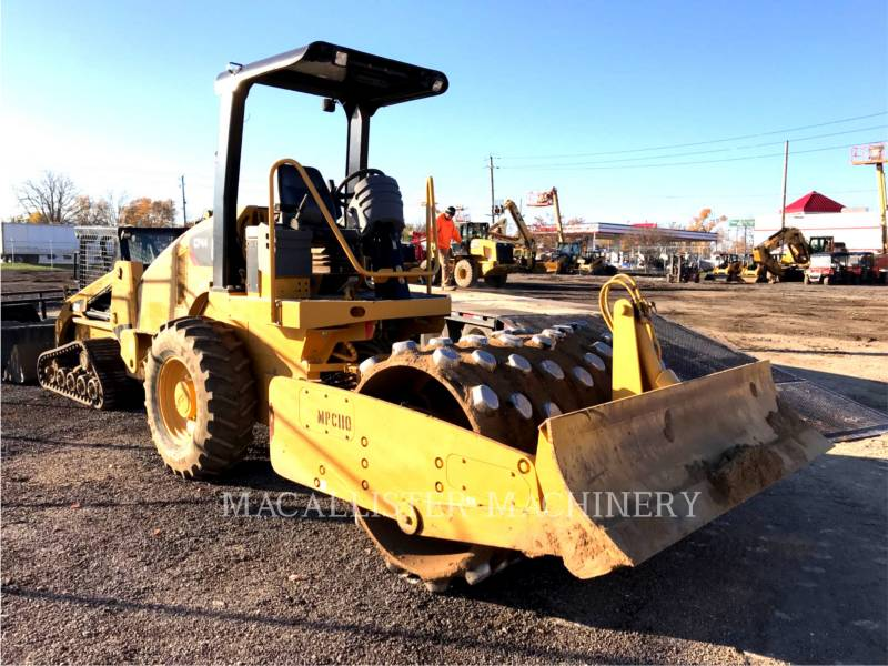 CATERPILLAR COMPACTEUR VIBRANT, MONOCYLINDRE À PIEDS DAMEURS CP44 equipment  photo 1