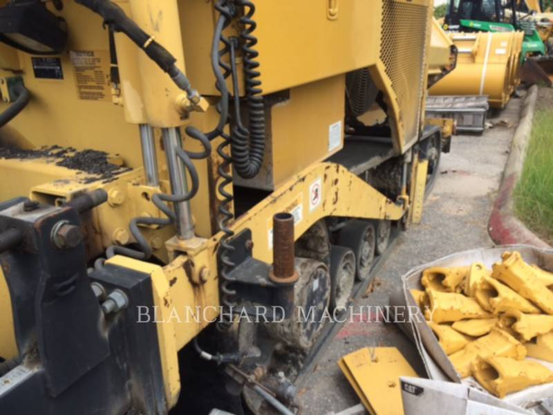 CATERPILLAR PAVIMENTADORES DE ASFALTO AP1055D equipment  photo 14