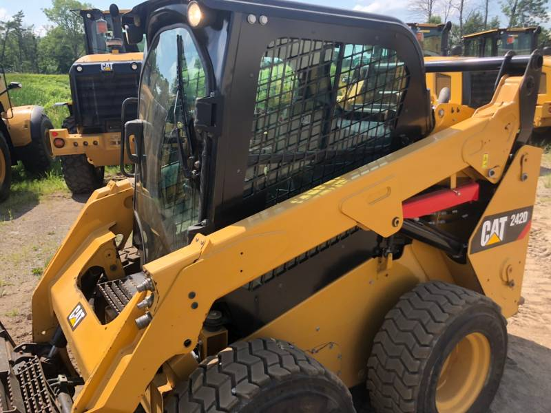 CATERPILLAR PALE COMPATTE SKID STEER 242D equipment  photo 11