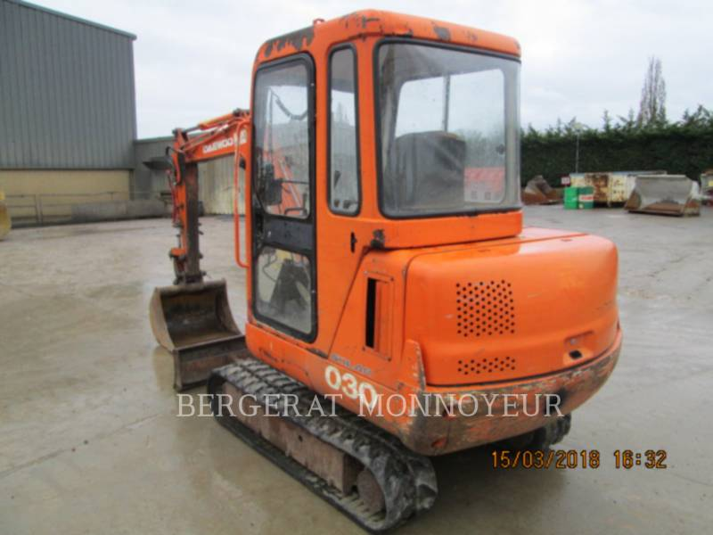 DAEWOO TRACK EXCAVATORS S030 equipment  photo 5