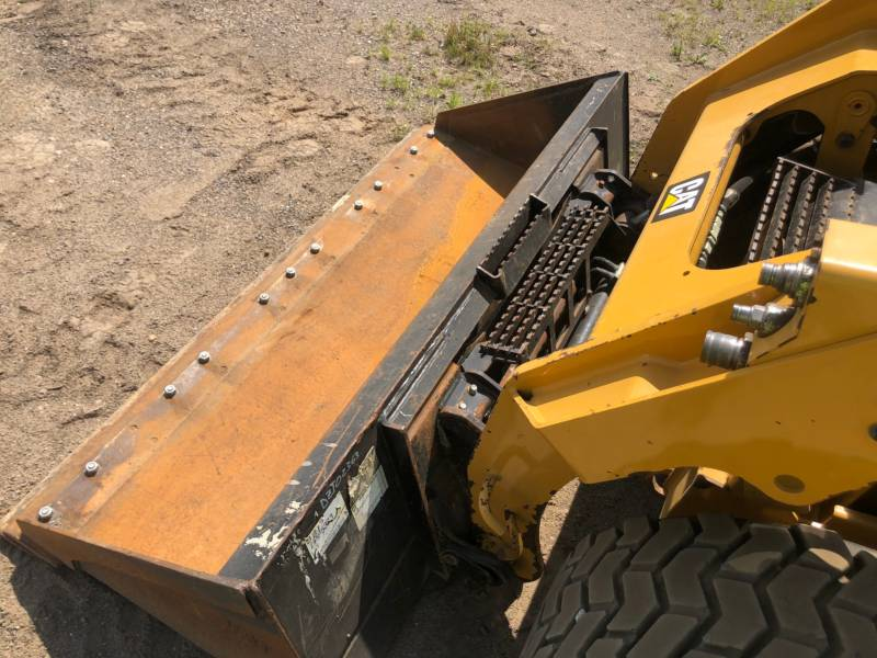 CATERPILLAR PALE COMPATTE SKID STEER 242D equipment  photo 19