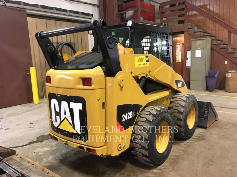 CATERPILLAR CHARGEURS COMPACTS RIGIDES 242B equipment  photo 4