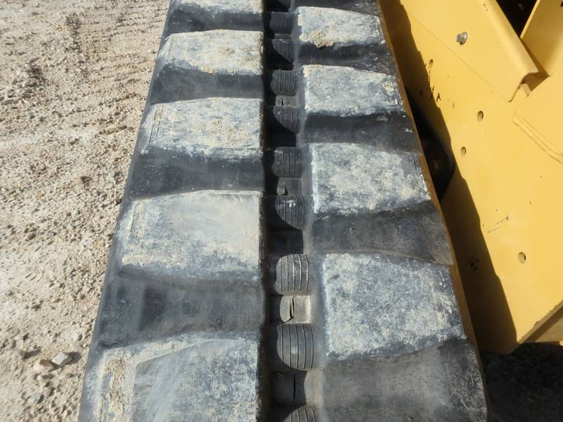 CATERPILLAR CHARGEURS TOUT TERRAIN 299D equipment  photo 10