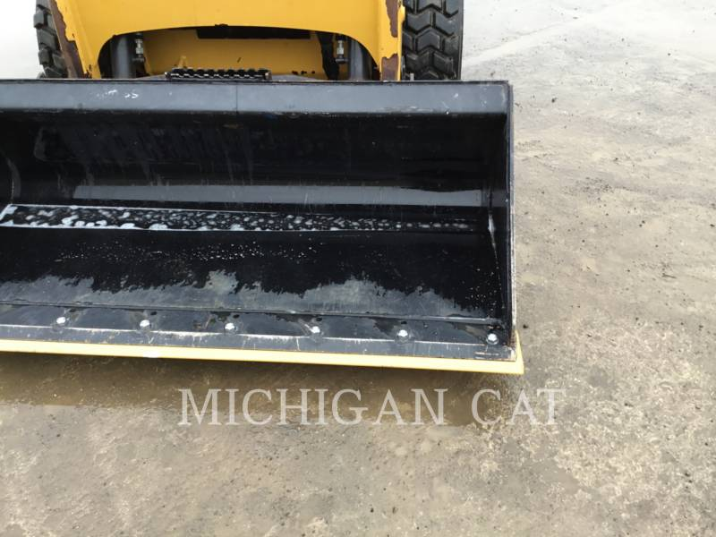 CATERPILLAR SKID STEER LOADERS 226B3 CQ equipment  photo 11