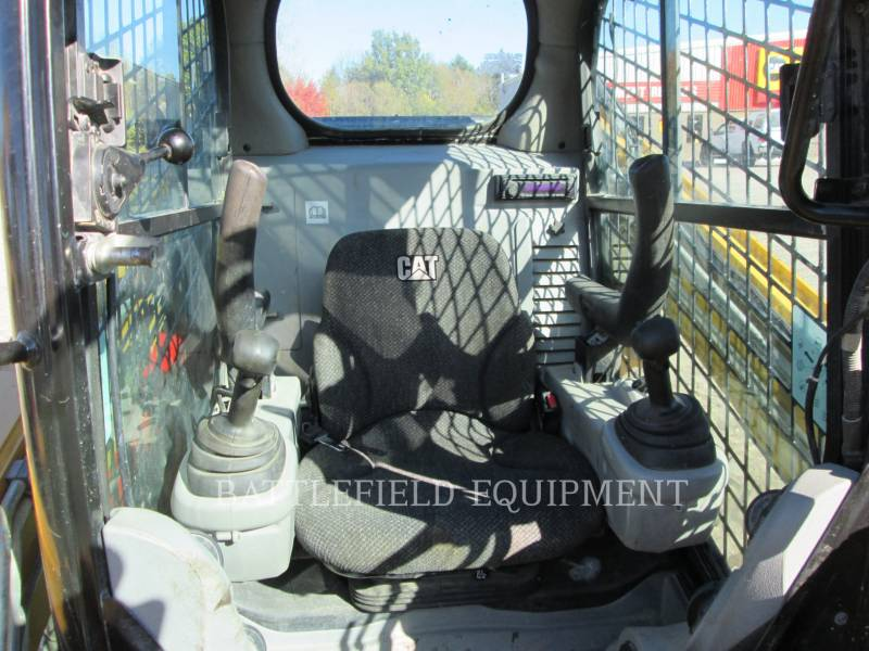 CATERPILLAR KOMPAKTLADER 246C equipment  photo 7