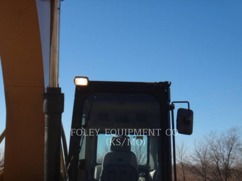 CATERPILLAR TRACK EXCAVATORS 324DL equipment  photo 19