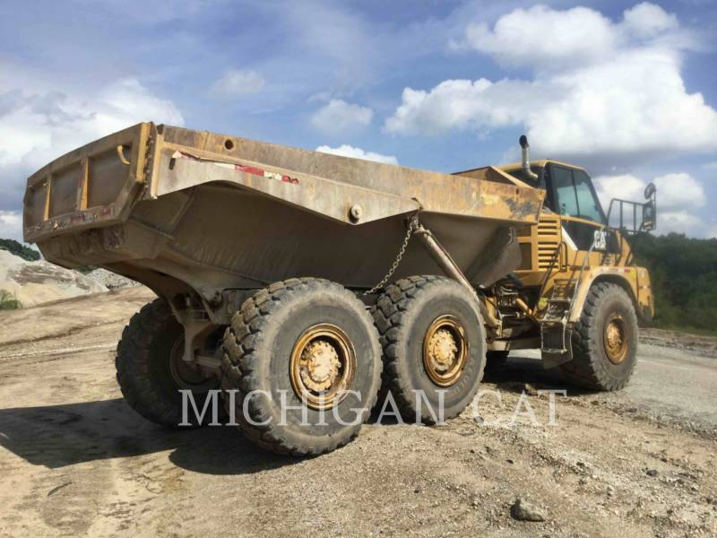 CATERPILLAR KNICKGELENKTE MULDENKIPPER 725 equipment  photo 4