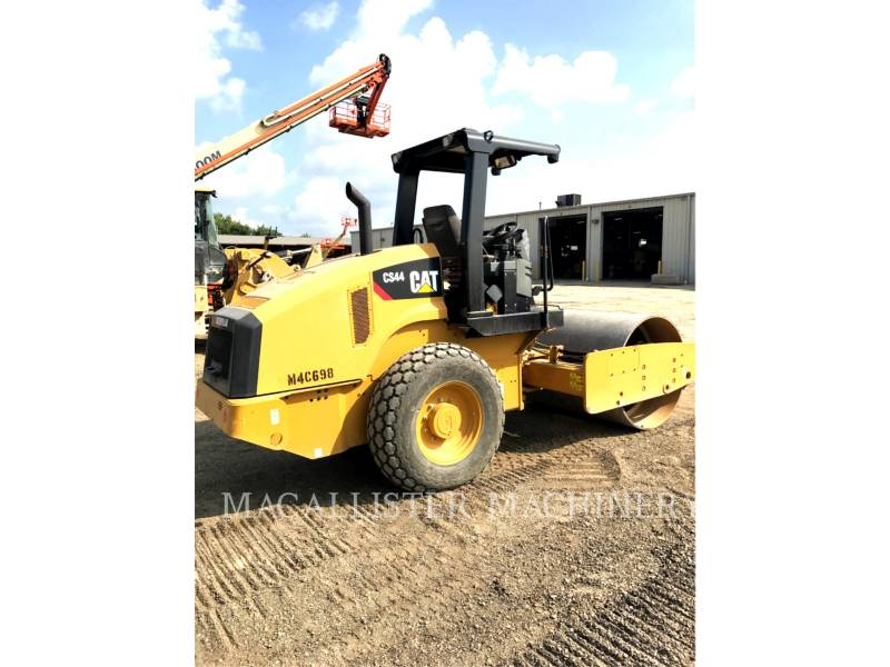CATERPILLAR COMPACTEUR VIBRANT, MONOCYLINDRE LISSE CS44 equipment  photo 2