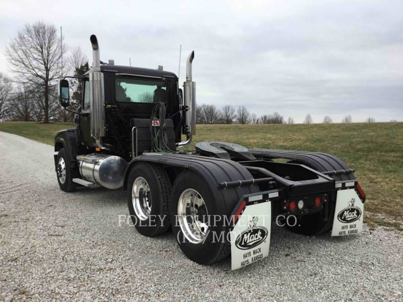 MACK CAMIONS ROUTIERS CNH613 equipment  photo 4