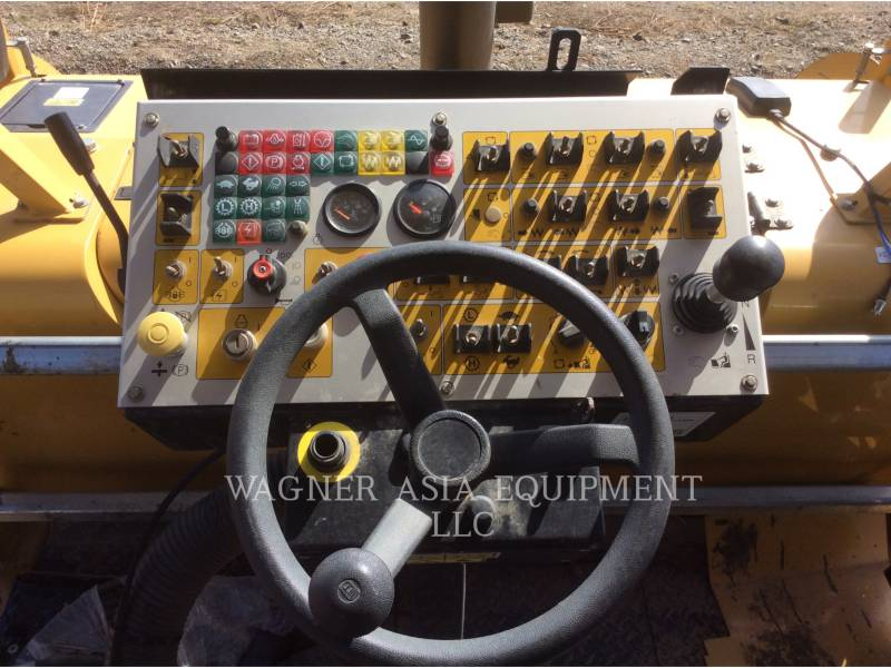 CATERPILLAR ASPHALT PAVERS AP-300 equipment  photo 19