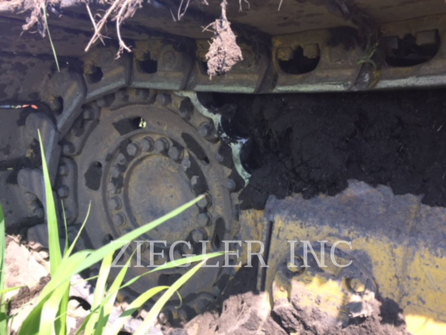 Detail photo of 2001 Komatsu D61PX12 from Construction Equipment Guide