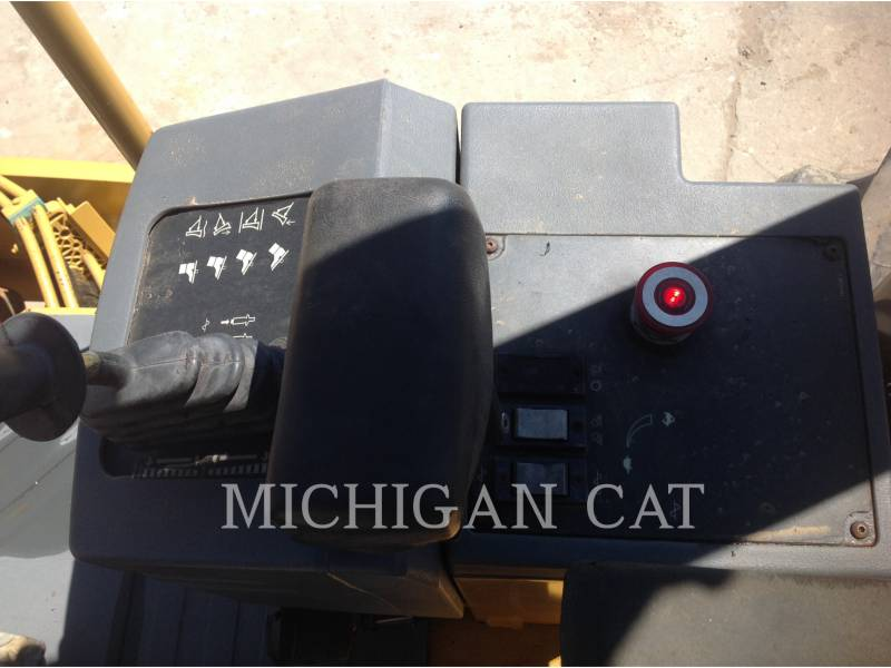 CATERPILLAR VIBRATORY SINGLE DRUM SMOOTH CP563E equipment  photo 14