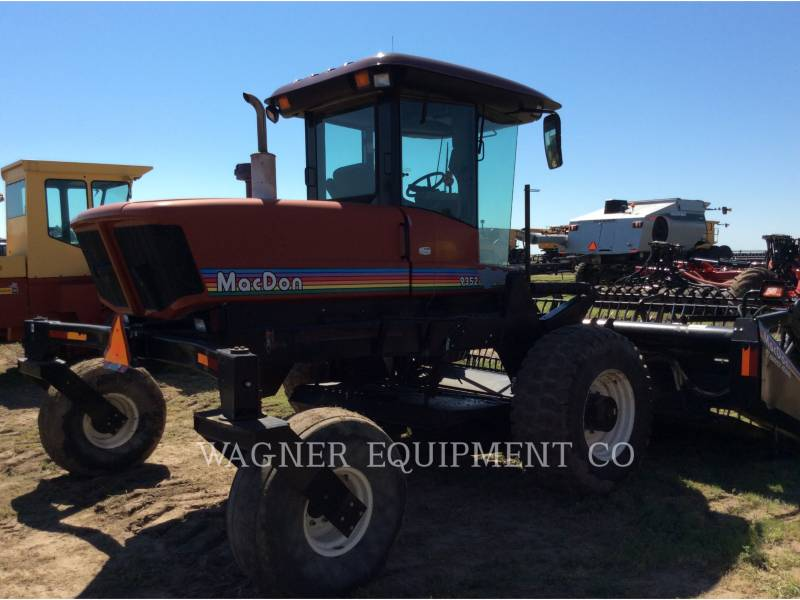 MACDON MATERIELS AGRICOLES POUR LE FOIN 9352I equipment  photo 5