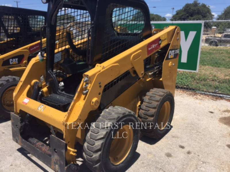 CATERPILLAR SKID STEER LOADERS 226 D equipment  photo 1