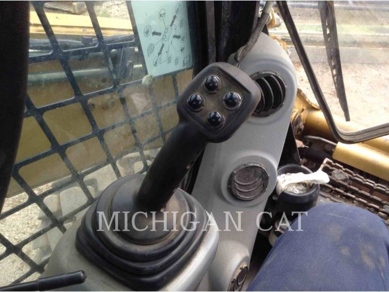 CATERPILLAR SKID STEER LOADERS 272C AQ equipment  photo 10