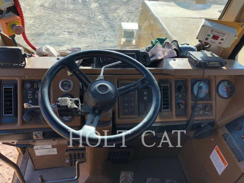 CATERPILLAR SCRAPER PER TRATTORI GOMMATI 657E equipment  photo 17