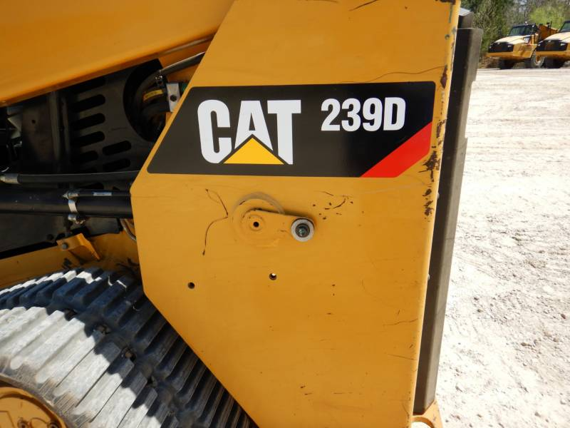 CATERPILLAR CHARGEURS TOUT TERRAIN 239D equipment  photo 22