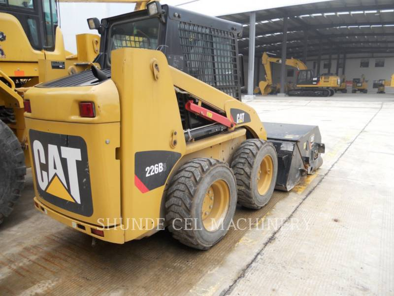 CATERPILLAR PALE COMPATTE SKID STEER 226B3LRC equipment  photo 6