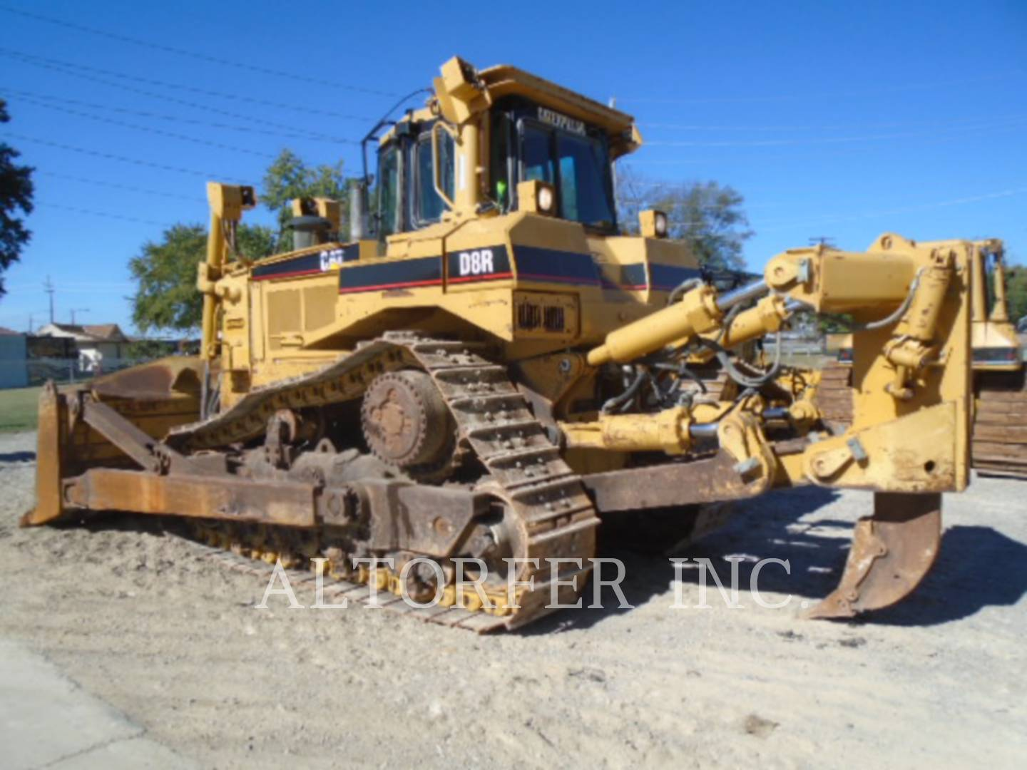 Detail photo of 2004 Caterpillar D8R from Construction Equipment Guide