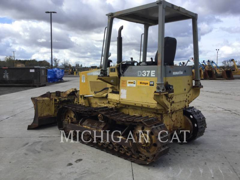 KOMATSU TRACTEURS SUR CHAINES D37E equipment  photo 4