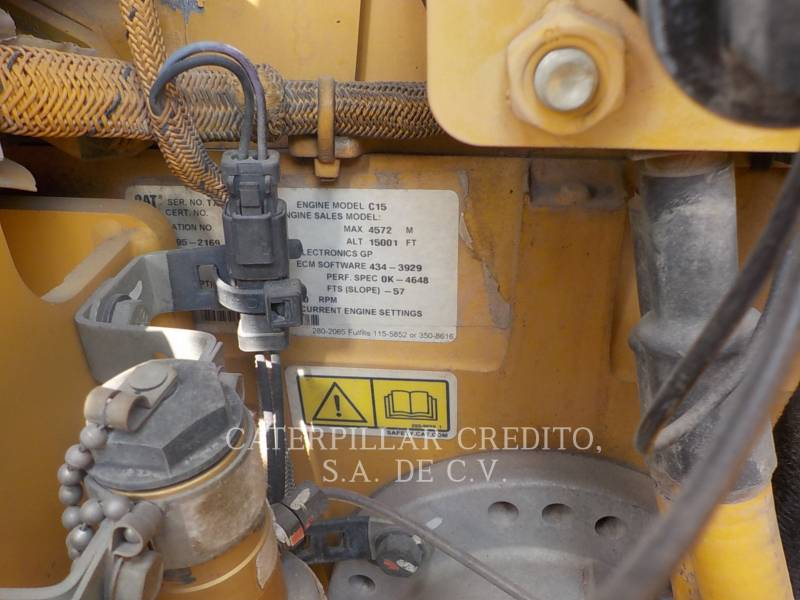 CATERPILLAR TRATTORI CINGOLATI D8T equipment  photo 13