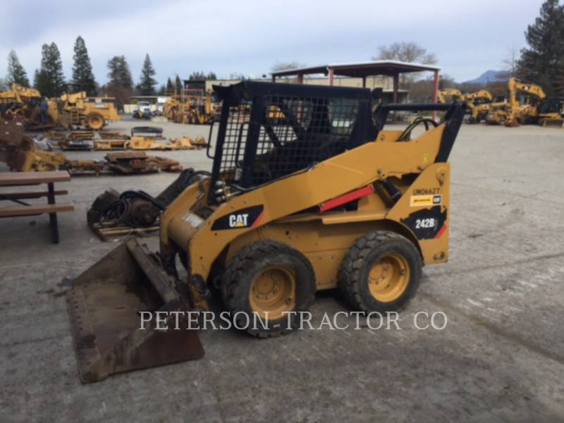 CATERPILLAR SKID STEER LOADERS 242B equipment  photo 1