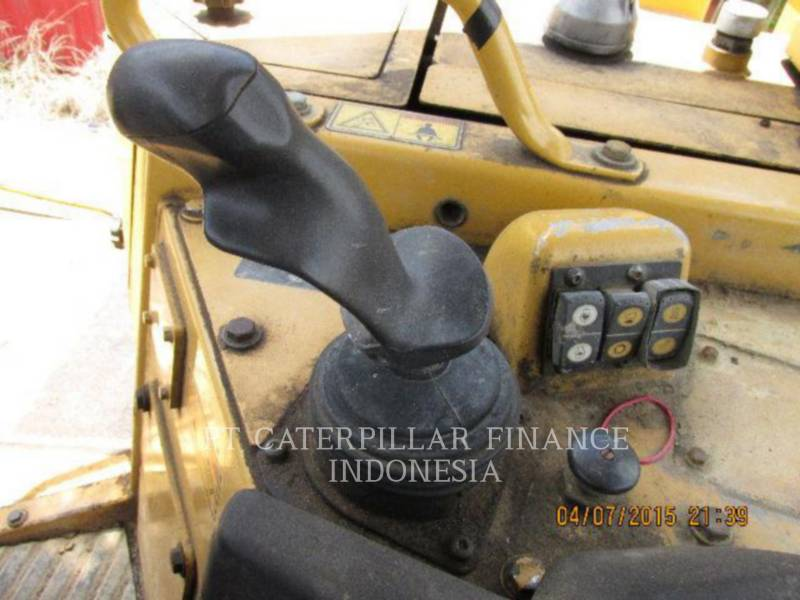 CATERPILLAR TRACTEURS SUR CHAINES D6RIII equipment  photo 15