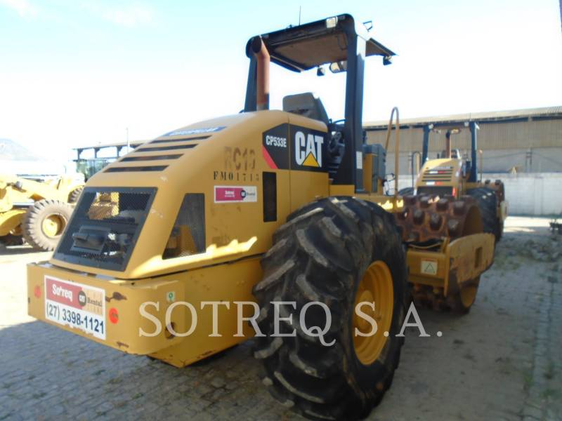 CATERPILLAR COMPACTEUR VIBRANT, MONOCYLINDRE À PIEDS DAMEURS CP-533E equipment  photo 4