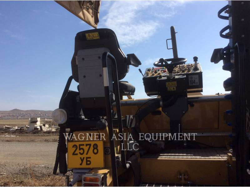 CATERPILLAR ASPHALT PAVERS AP-300 equipment  photo 17