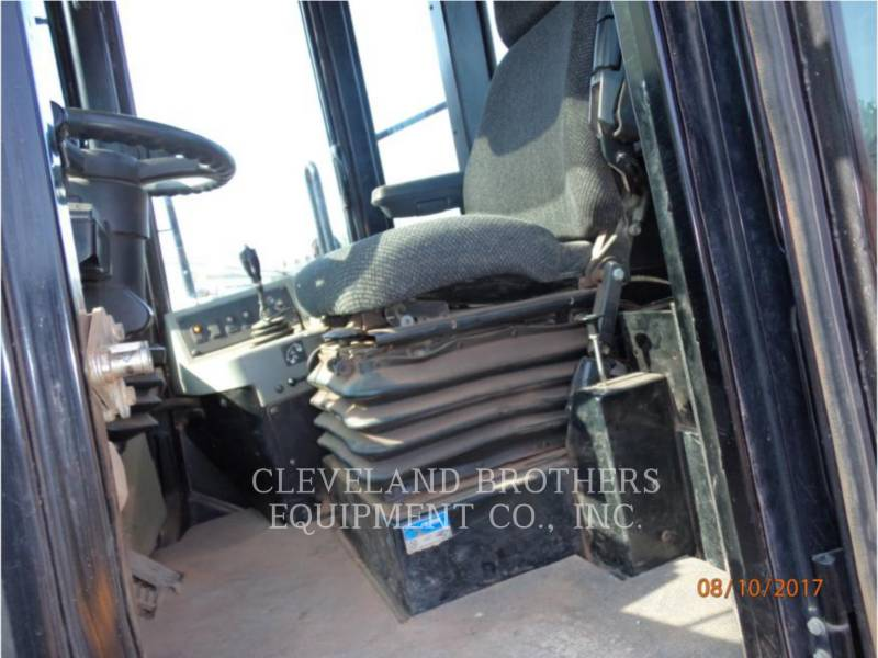 CATERPILLAR COMPACTORS 815F equipment  photo 5