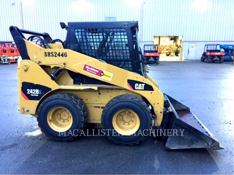 CATERPILLAR CHARGEURS COMPACTS RIGIDES 242B3 equipment  photo 1