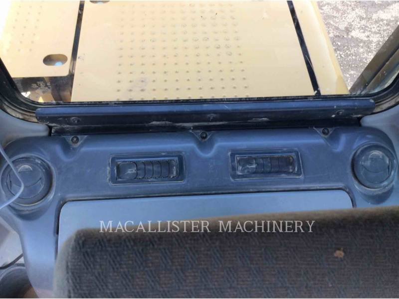 CATERPILLAR EXCAVADORAS DE CADENAS 320D equipment  photo 18