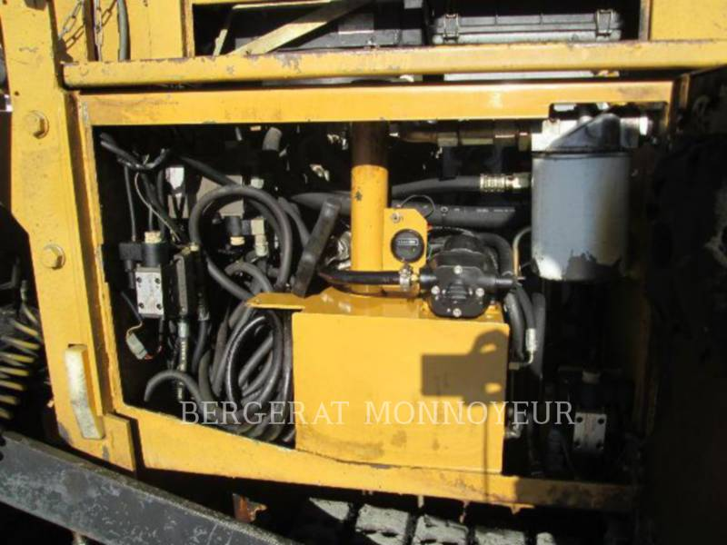 CATERPILLAR PAVIMENTADORA DE ASFALTO BB-621C equipment  photo 9