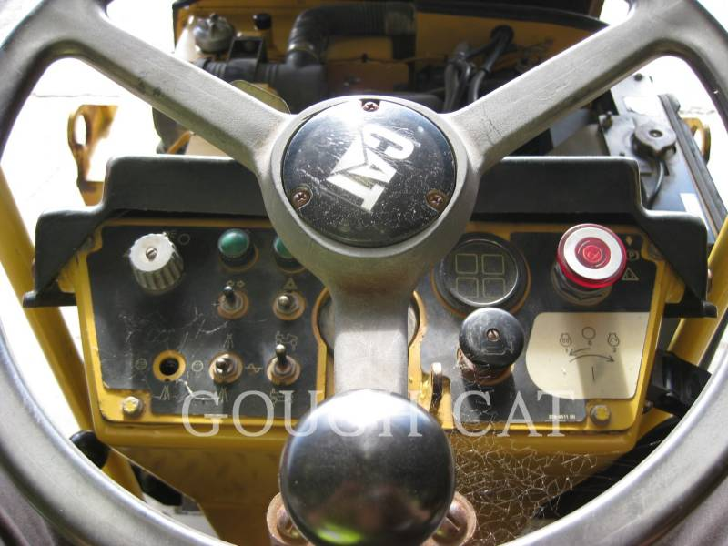 CATERPILLAR VIBRATORY DOUBLE DRUM ASPHALT CB-224D equipment  photo 13