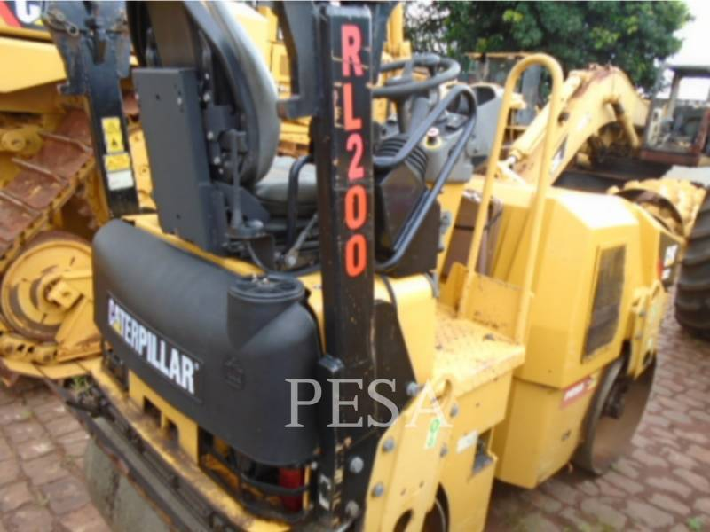 CATERPILLAR ROLO COMPACTADOR DE ASFALTO DUPLO TANDEM CB22 equipment  photo 2
