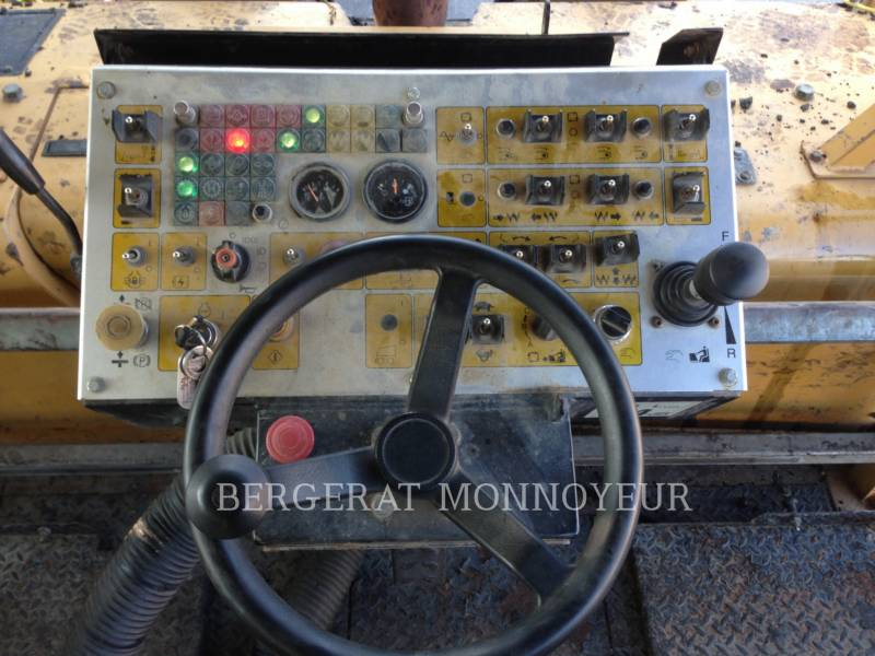 CATERPILLAR ASFALTATRICI AP-300 equipment  photo 7