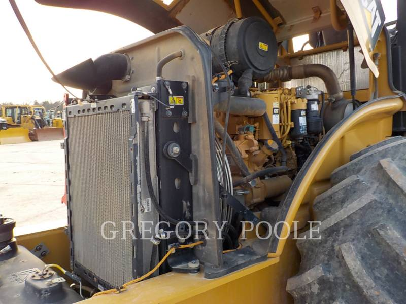 CATERPILLAR COMPACTEUR VIBRANT, MONOCYLINDRE À PIEDS DAMEURS CP-56B equipment  photo 22
