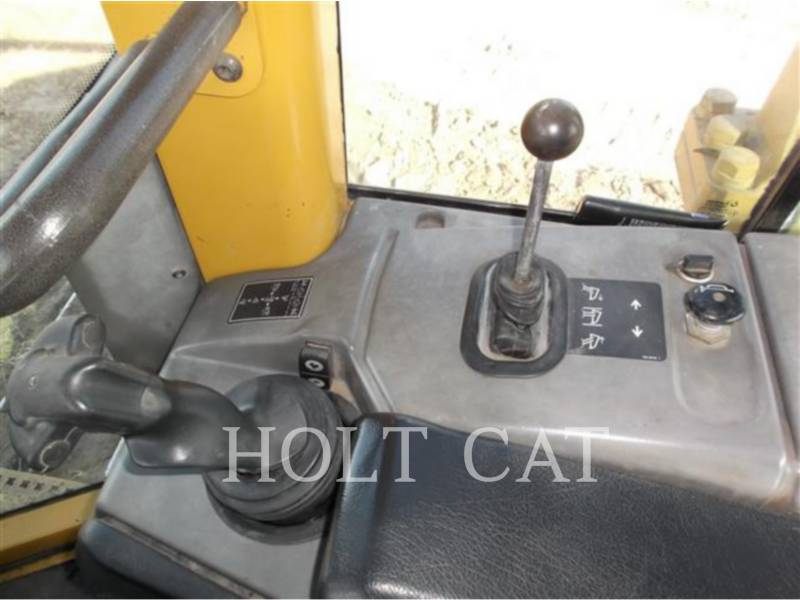 CATERPILLAR TRACK TYPE TRACTORS D6N equipment  photo 9