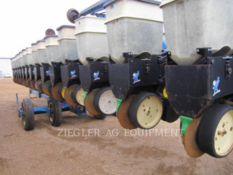 KINZE PLANTING EQUIPMENT 2300 equipment  photo 15