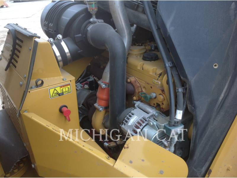CATERPILLAR COMPATTATORE PER ASFALTO A DOPPIO TAMBURO VIBRANTE CB64 equipment  photo 10